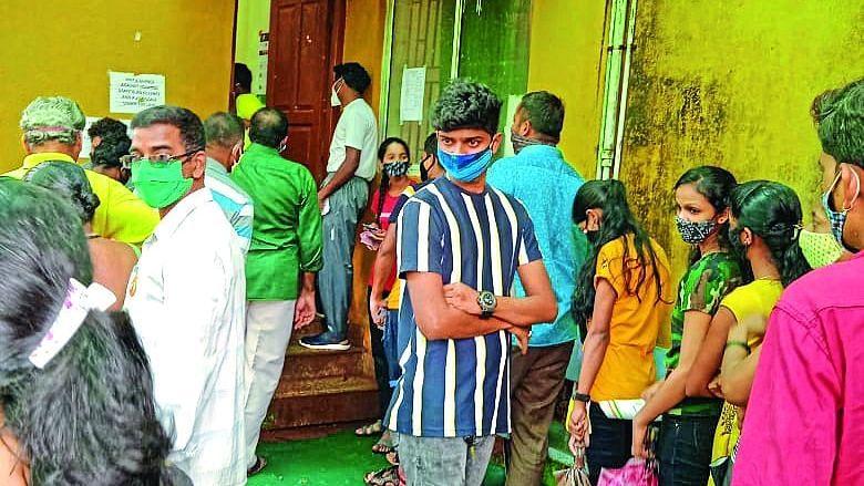 Goa: कासारवर्णेत लसीकरणावेळी नियमांचा फज्जा