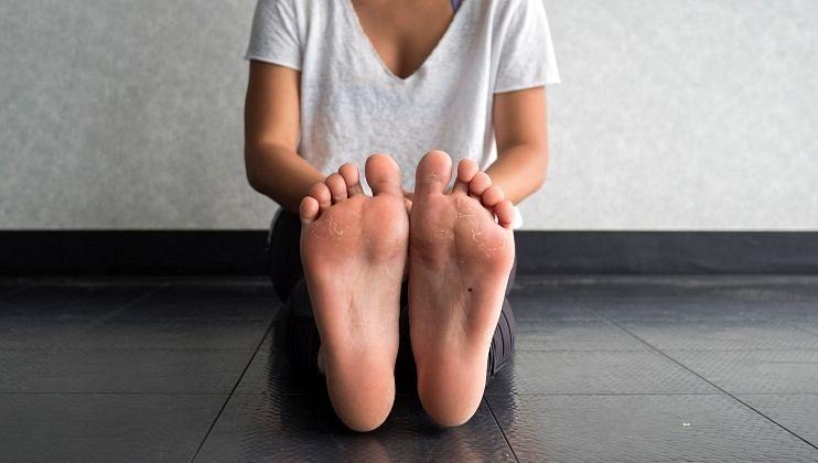 Leg care tips: पायांची काळजी घेण्यासाठी करा 'हे' उपाय