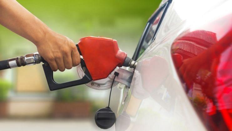 Fuel Prices: पुढच्या महिन्यात Petrol दर कमी होण्याची शक्यता