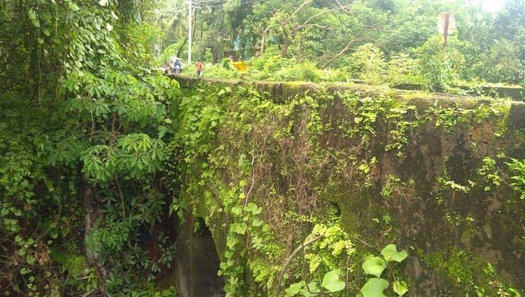 Goa: पेडणेतील दुसऱ्याही पोर्तुगीज काळातील पूलाला धोका कायम