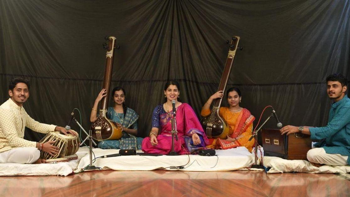 Goa: मुग्धाच्या गायनाने दिल्लीवासीय मंत्रमुग्ध