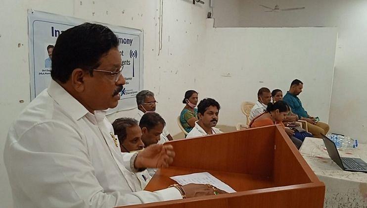 """Goa Elections : """"आमदार नसतांनाही मोठ मोठ्या घोषणा"""""""