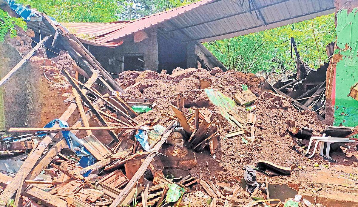 Goa: संजय नाईक यांचे घर जमीनदोस्त