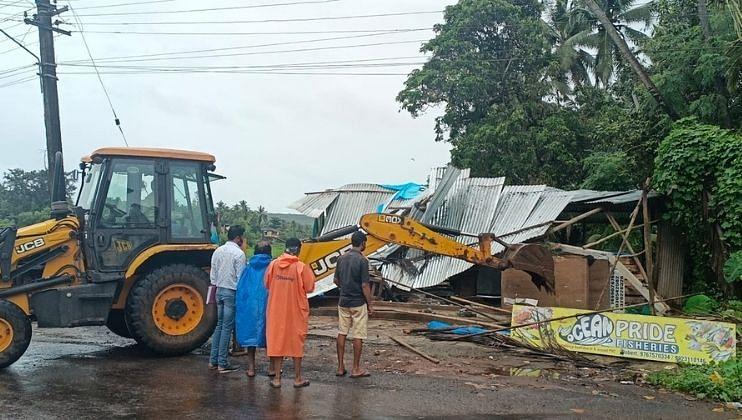Dhangar Samajbandhav from Bomigal-Desaiwada expressing grief over the unpaved road, Ugem (Goa) on Tuesday, 20 July, 2021.
