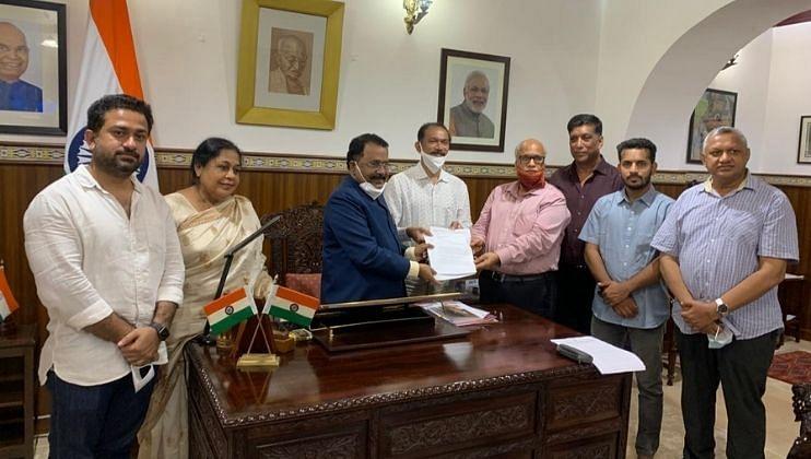 Goa: Digambar Kamat inaugurating the campaign office