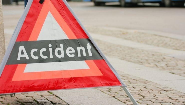 मुंबई-गोवा महामार्गावर कंटेनरचा अपघात,चालक जागीच ठार
