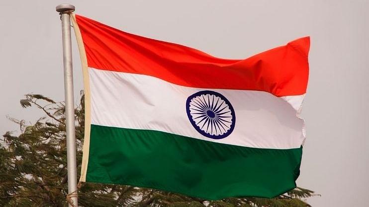 Independence Day: अभिमानाने फडकवला जाणारा कापडी राष्ट्रध्वज येतो कुठून?