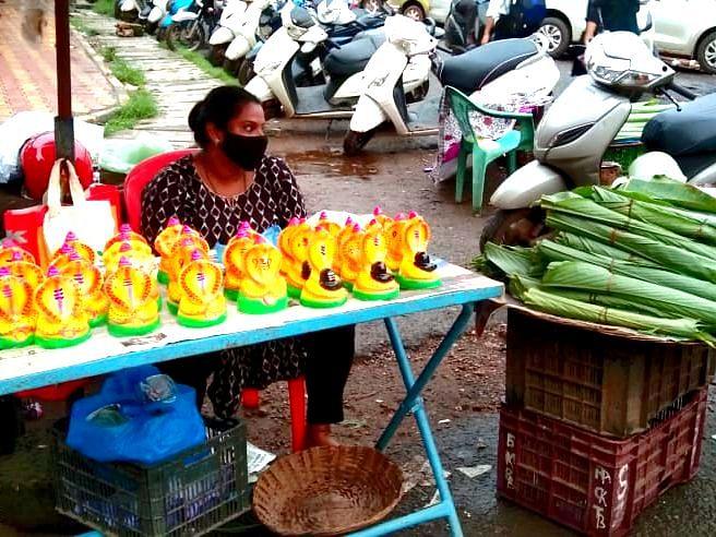 Goa: नागपंचमीनिमित्त वास्को बाजारात नागाच्या मुर्त्या उपलब्ध