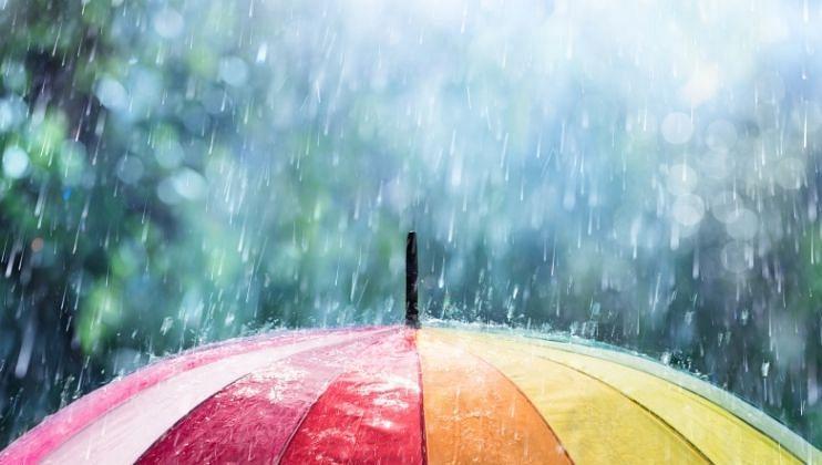 सोमवार (ता.६) आणि मंगळवारी (ता.७) राज्यात 'ऑरेंज अलर्ट' (Orange Alert) जारी करण्यात आला असून या दोन दिवसांत मुसळधार पावसाची (Rain) शक्यता आहे.