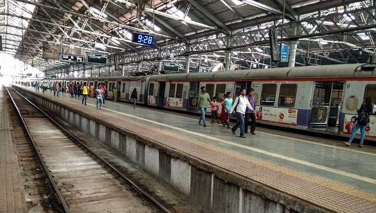 रेल्वेने आपल्या कर्मचाऱ्यांना भेट (Railway Bonus 2021) देत मोठी घोषणा केली आहे. पंतप्रधान नरेंद्र मोदी यांच्या अध्यक्षतेखाली झालेल्या मंत्रिमंडळाच्या बैठकीत बोनसबाबतचा निर्णय घेण्यात आला