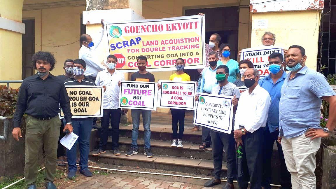 Goa: विरोध असून देखील दुपदरी रेल्वेरुळांचे काम वेगात सुरु