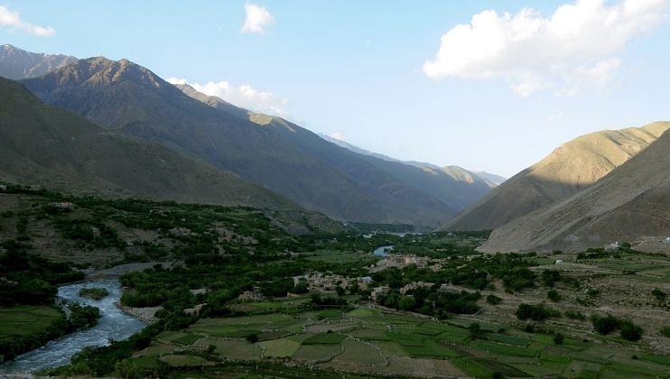 पंजशीरमध्ये (Panjshir) तालिबानला (Taliban) लढा देणाऱ्या संघटनांनी आता शांतता मार्गाने काढण्याचा प्रस्ताव ठेवला आहे.
