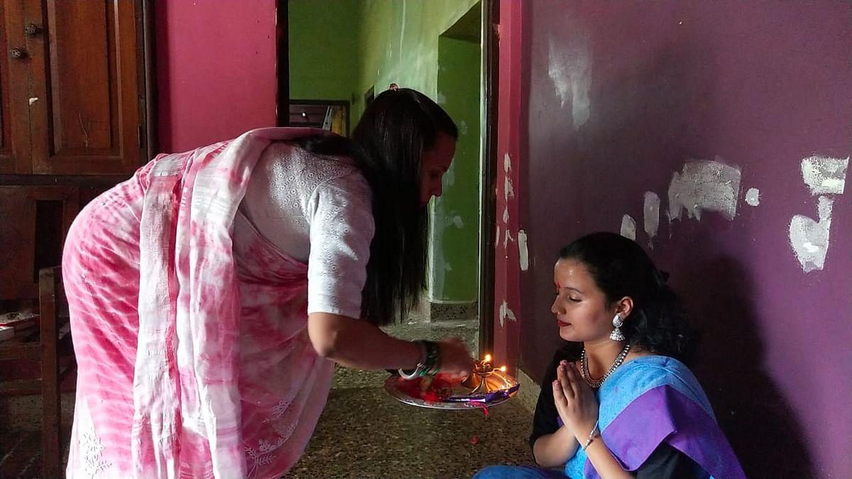 मोरजीत आईने मुलीला आणि मुलीने आईला बांधली राखी