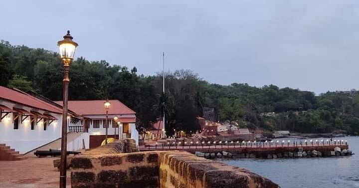 Goa:आग्वाद किल्ला 'दृष्टी'च्या घशात