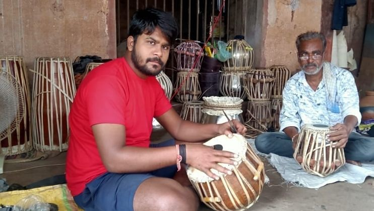 कुंडई : सद्गुरू ब्रह्मेशानंदाचार्य स्वामींसोबत कृष्ण भक्तीत रममाण ब्रह्मवृंद. Goa, 31August, 2021