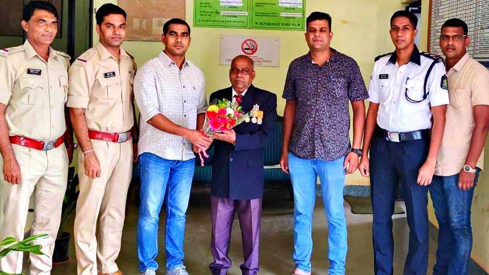 Goa Police: गृहरक्षक रवळू गांवस यांचा हणजुण पोलीसातर्फे जाहीर सत्कार