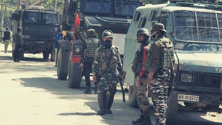 Breaking News: श्रीनगरमध्ये दहशतवाद्यांचा   पोलिसांवर हल्ला