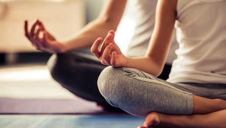 Yoga And Skin Care: निरोगी त्वचेसाठी करा योगासन