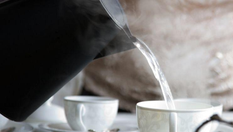 Health And Fitness Tips: कोमट पाणी पिणे आरोग्यासाठी धोकादायक