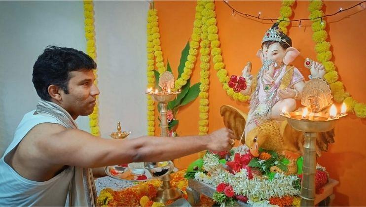 Ganesh Festival 2021: 'IPL स्टार स्वप्नील अस्नोडकर' यांच्या घरी  बाप्पांचे आगमन