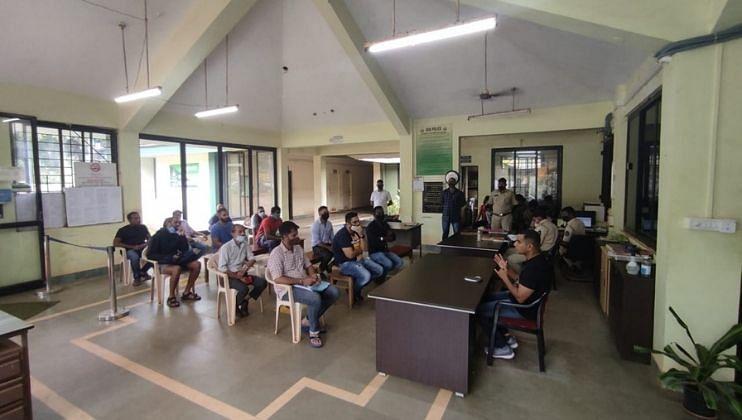 Goa: गणेशोत्सव काळात घ्यावयाच्या दक्षतेसंदर्भात व्यवसायिकांना हणजुण पोलिसांकडून विशेष मार्गदर्शन