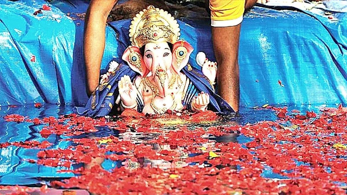 Ganesh Visarjan 2021: राज्यात कोरोनाच्या निर्बंधात रंगला बाप्पांच्या विसर्जनाचा सोहळा