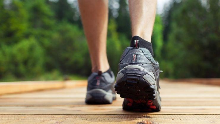 Reverse walk करा आणि मिळवा पाठ दुखीपासून सुटका