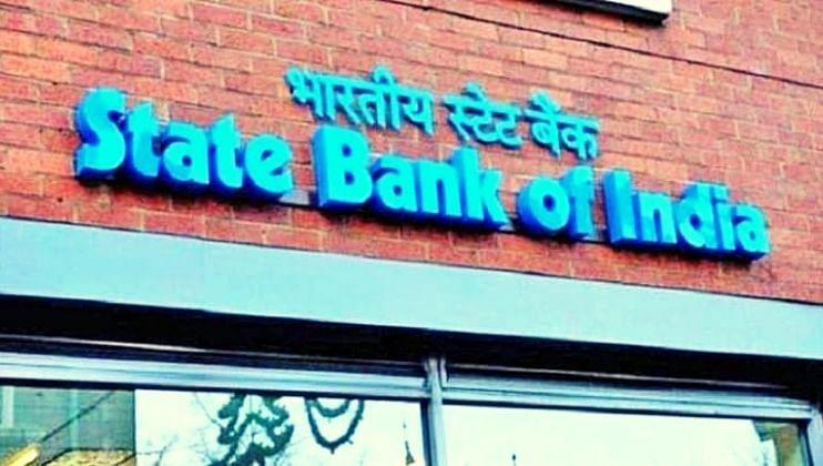 SBI च्या कोट्यवधी ग्राहकांसाठी अलर्ट! बँकेच्या  'या' 7 सेवांपासून राहवं लागणार वंचित