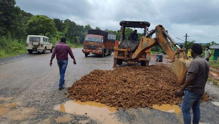 Goa: राष्ट्रीय महामार्गावरील खड्डे बुजवण्याचे काम युद्ध पातळीवर सुरु