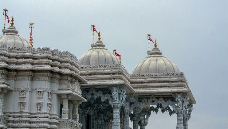 मंदिरे पाडण्यास कर्नाटकात ब्रेक