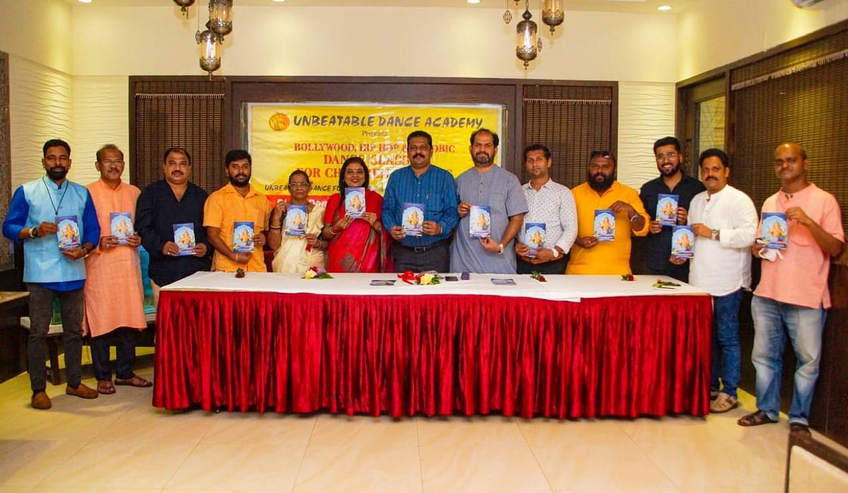 Ganesh Chaturthi च्या निमित्ताने अनबिटेबल डान्स अकादमीतर्फे गणेश आरती संग्रह विमोचन केले