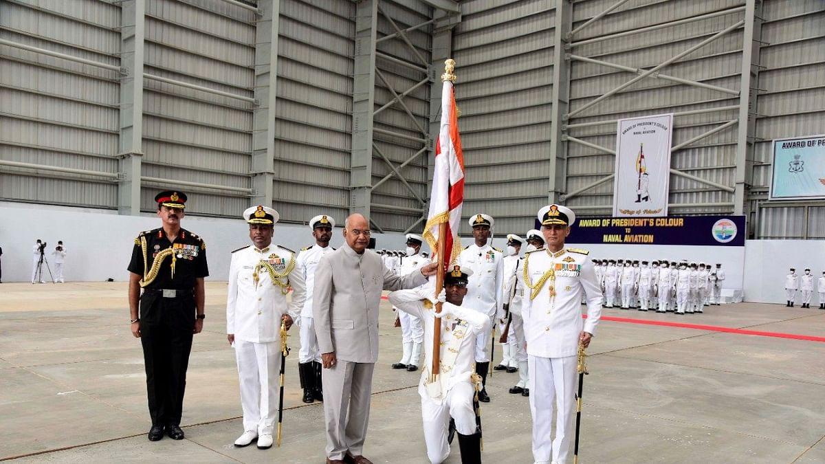 राष्ट्रपती रामनाथ कोविंद यांनी नेव्हल एव्हिएशनला सुपूर्द केला 'राष्ट्रपती ध्वज'