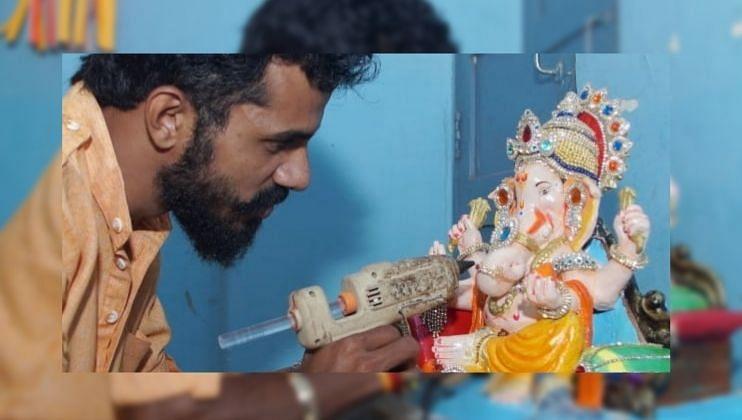 Goa तील चावडी बाजारात परराज्यातील विक्रेते ढोलकी विकताना