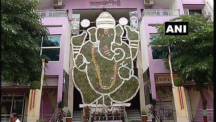 Maharashtra: 'नारळाच्या पानांपासून' बनविली 31 फूट उंच पर्यावरणपूरक गणेश मूर्ती