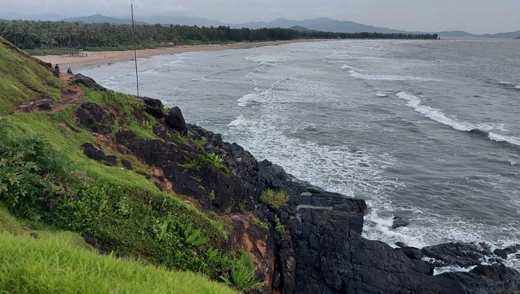 तीळमाती माजाळी कारवार समुद्रकिनाऱ्यावरील उसळत्या लाटा