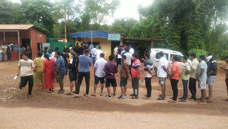 Goa: पत्रादेवी चेकनाक्यावर प्रचंड गर्दी, कोरोना तपासणीचे तीन तेरा