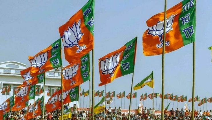 गोव्यात (Goa) आम्ही निवडणूक नक्की लढतो आहोत.