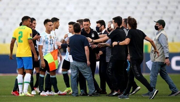 Brazil vs Argentina सामन्यात कोरोना नियमांचे उल्लंघन केल्याने अधिकारी थेट मैदानात