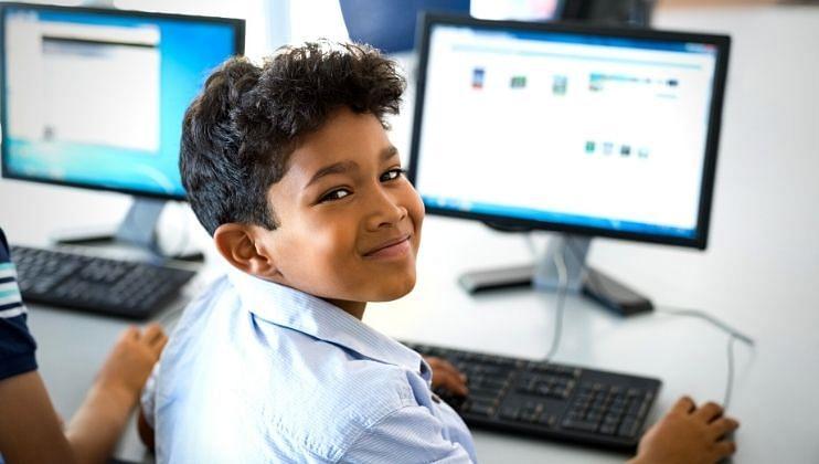 Satari : ऑनलाईन शिक्षणासाठी विद्यार्थ्यांची  संख्या घटली