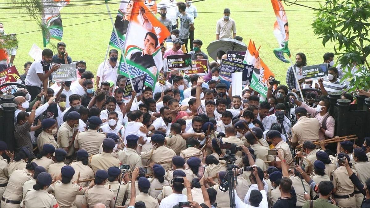 Congress Protest: आझाद मैदानाबाहेर मोर्चा काढणाऱ्या काँग्रेसच्या कार्यकर्त्यांवर पोलिसांचा लाठीमार