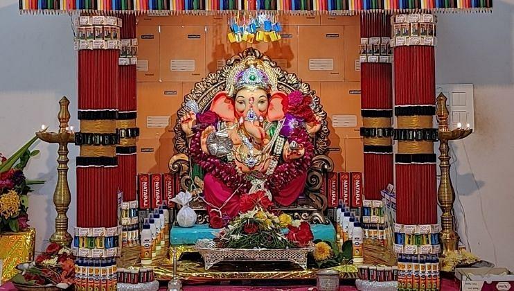 Ganesh Festival 2021: आरास सजवटी मधून जपली सामाजिक बांधिलकी