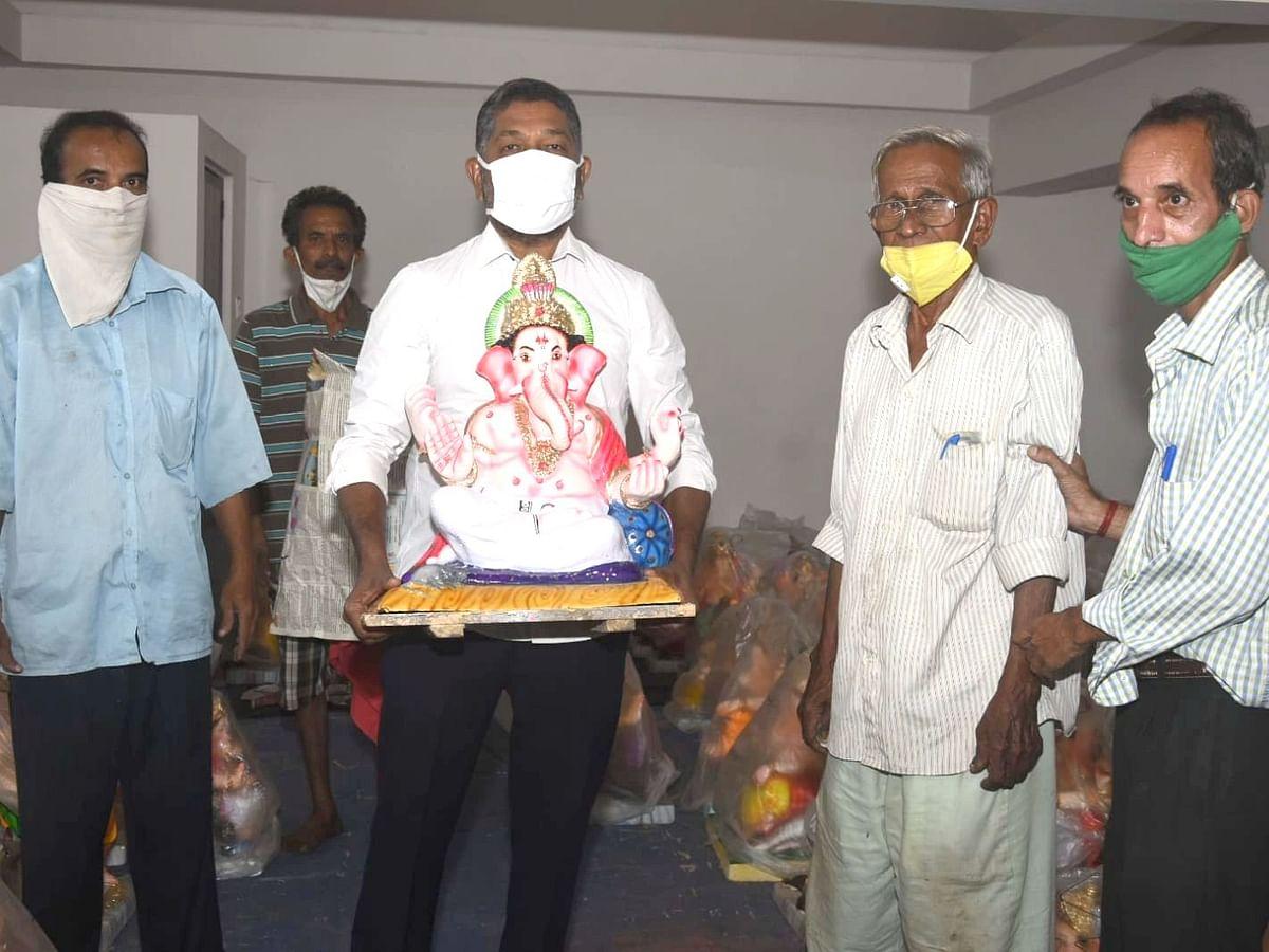 """कोंकणी भक्तीगीते """"देवा श्रीगणेशा"""" च्या कलाकारांसोबत Goa चे आरोग्य मंत्री विश्वजित राणे"""