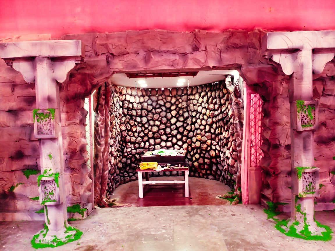 नगर विकास मंत्री मिलिंद नाईक आपल्या बाप्पाची मूर्ती, बायणा येथील चित्र शाळेतून नेताना (Goa Ganesh Chaturthi)