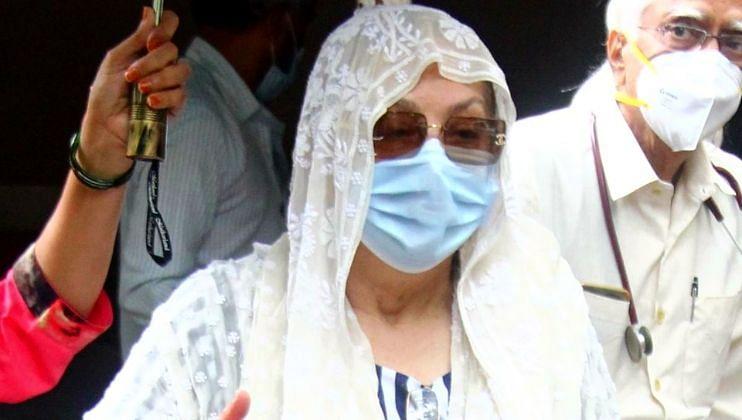 Saira Banu यांना रुग्णालयातून मिळाला डिस्चार्ज
