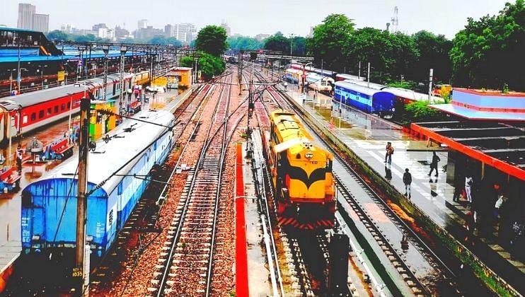 Indian Railways आणणार तब्ब्ल 800 हून अधिक रेल्वेगाड्या 'रुळावर'