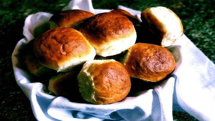पावाची विक्री पाच रुपयानेच!