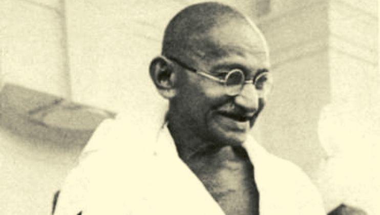 गांधीजींचा नोटांवर फोटो का? काय आहे त्या मागचं कारण? जाणून घ्या