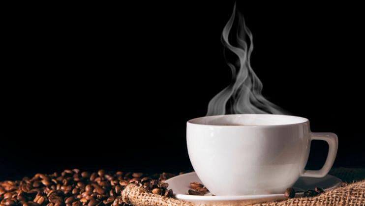 तुम्हाला जर सकाळी कॉफी पिण्याची सवय असेल तर ही बाब लक्षात असू द्या. सकाळी 8 ते 9 च्या दरम्यान कॉफी पिल्यास आपला ताण कमी होण्याएवजी वाढू शकतो.