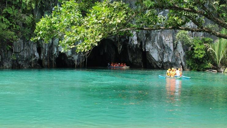 दक्षिण -पश्चिम फिलीपीन्समधील   प्यूर्टो प्रिंसेसा नदी यूनेस्कोच्या जागतिक वारसा स्थळांच्या यादीत समावेश करण्यात आली आहे.  या नदीची लंबी सुमारे पाच मैल आहे. ही सुंदर नदी जमिनीखालील लेण्यांमधून वाहते आणि समुद्राला मिळते.