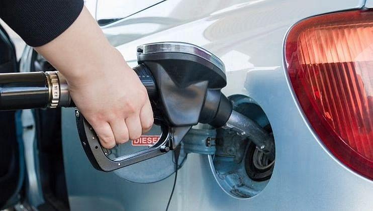 पेट्रोल आणि डिझेलच्या दरात सलग दुसऱ्या दिवशी वाढ